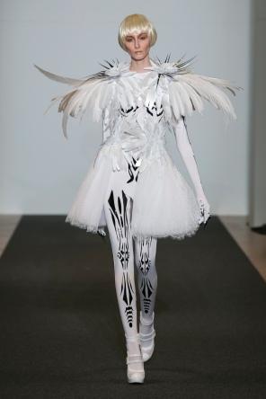 ON-AURA-TOUT-VU-Couture-SS16 -JET-LAG-Paris Look 18 (2)